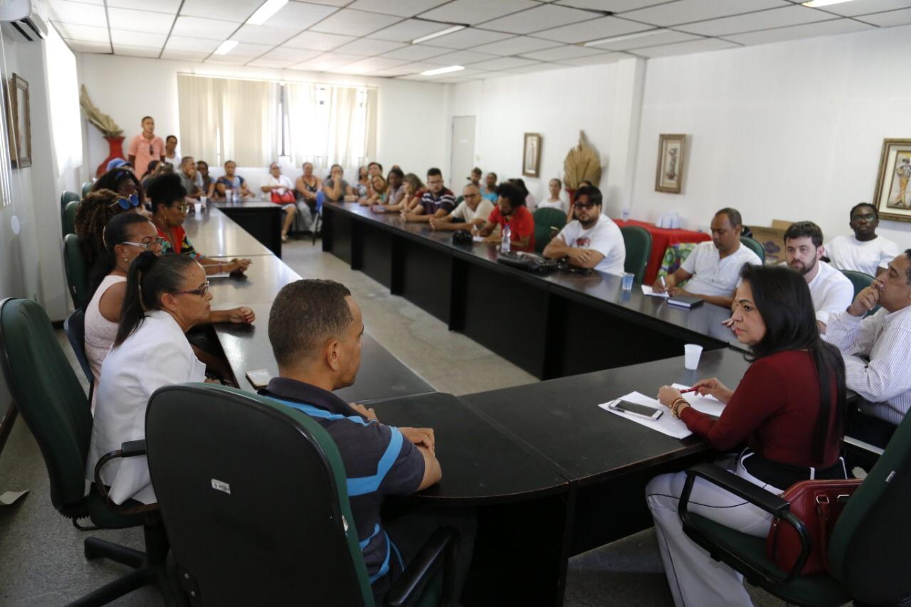Prefeitura e professores decidem manter suspensa consulta pública em sete escolas
