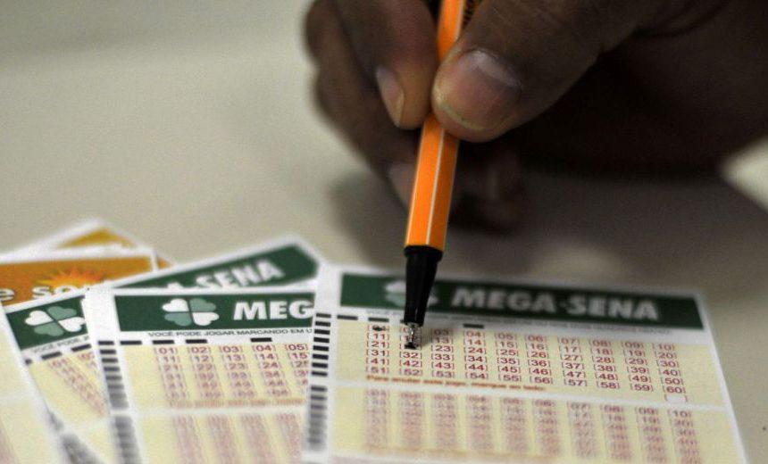 Mega-Sena acumula e pode pagar R$ 20 milhões na quarta-feira
