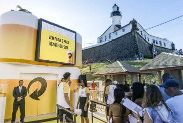 Que parada é esta! SKOL dá cerveja de graça em ação no Farol da Barra até domingo