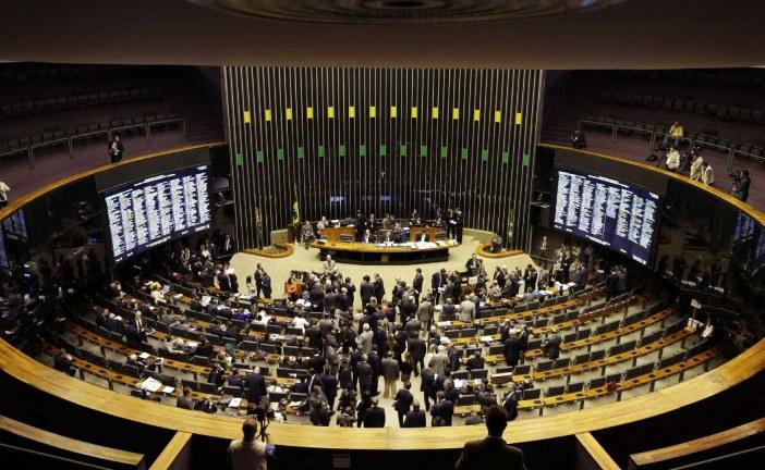Oposição ensaia montar 'blocão' na Câmara contra Maia e Bolsonaro