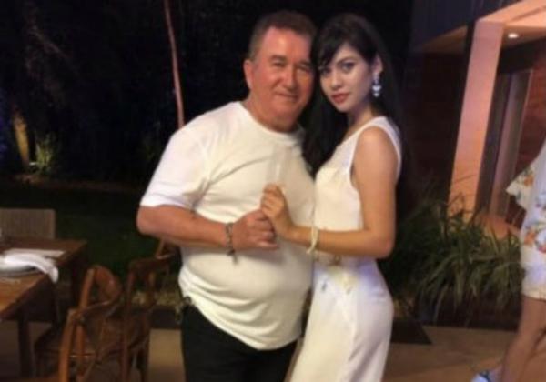 Ai, o amor! Aos 67 anos, Amado Batista assume namoro com jovem de 19