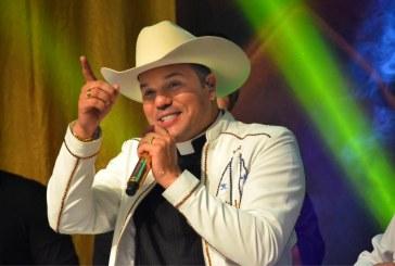 Show do padre Alessandro Campos encerra festa do padroeiro em Lauro de Freitas nesta terça (15)
