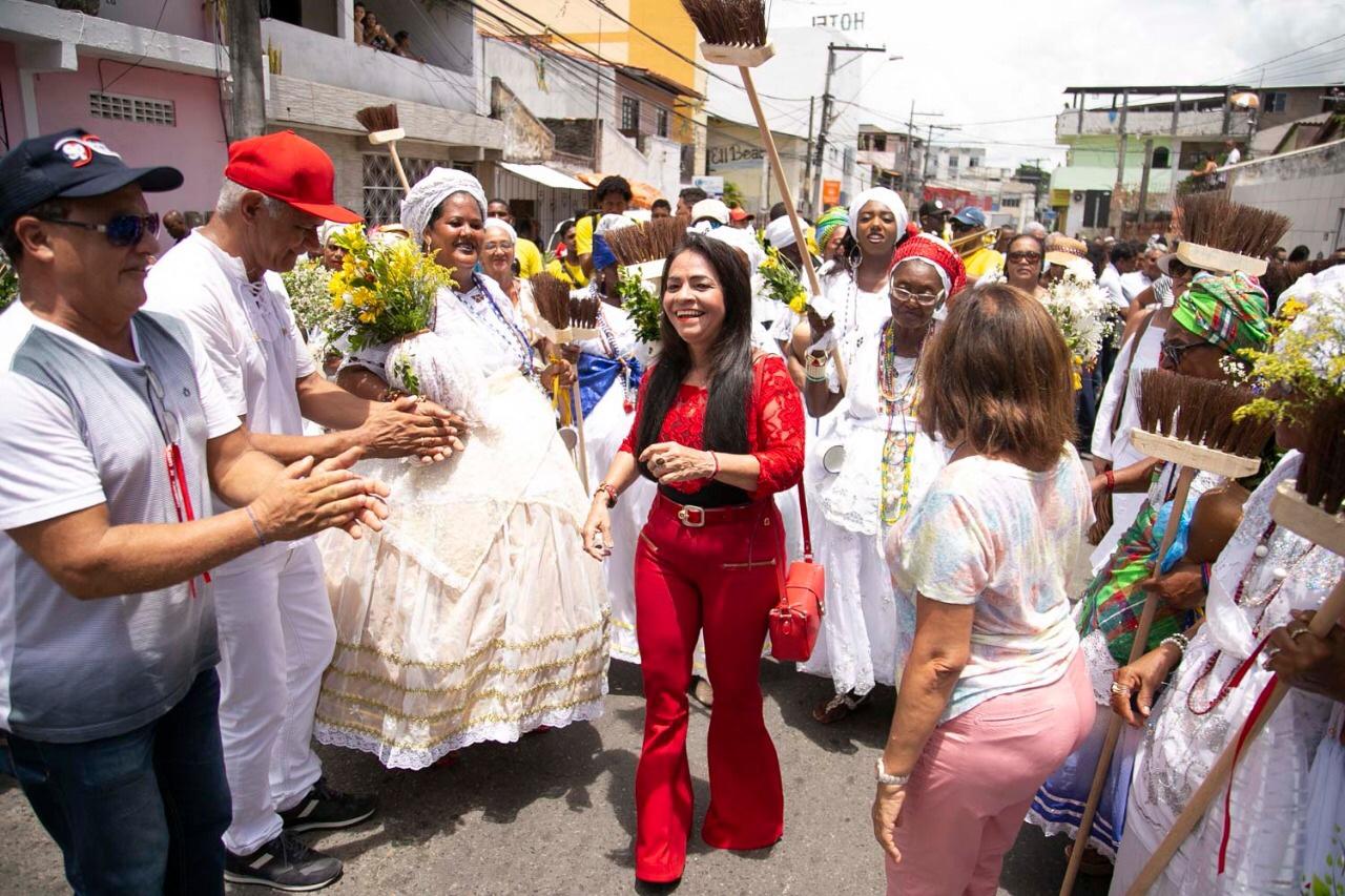 Moema Gramacho é unanimidade em Lauro de Freitas; a baixinha é barril!