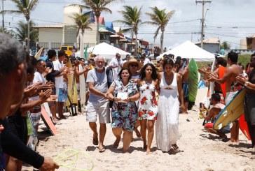 Em ritual que emocionou a todos, surfistas e salva-vidas homenageiam companheiro morto