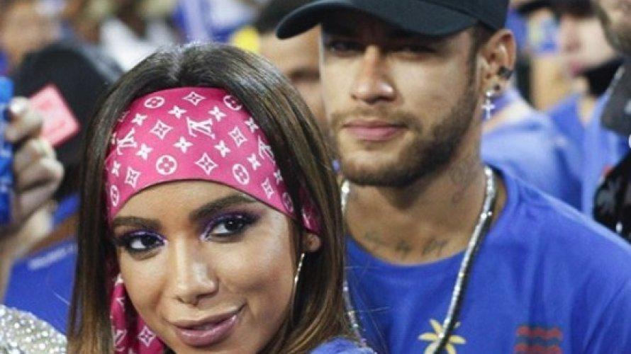 Neymar e Anitta beijam muito em área reservada na Sapucaí; fotos mostram os dois juntos