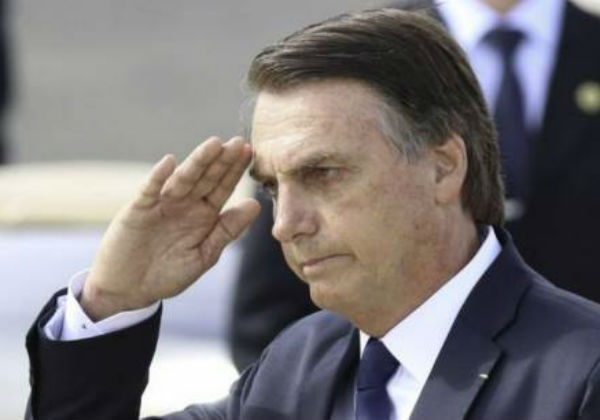 Bolsonaro determina que militares comemorem 55 anos do golpe de 1964