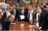 Bolsonaro beneficia militares e desagrada à base no Congresso