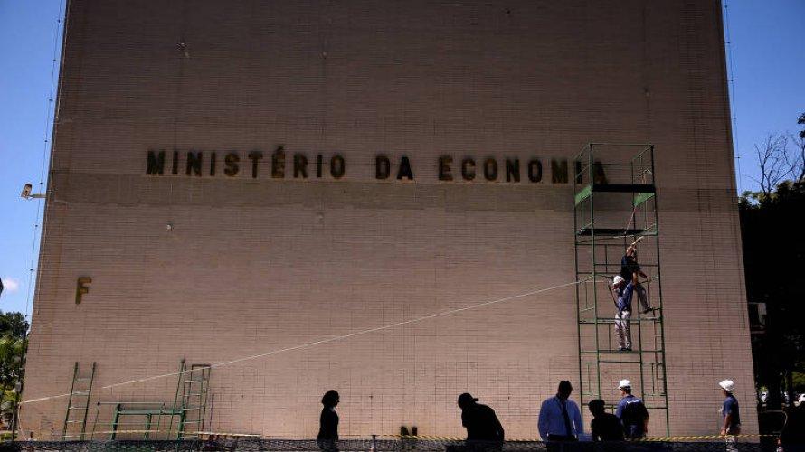 Governo prepara projeto para cobrar dívida com INSS