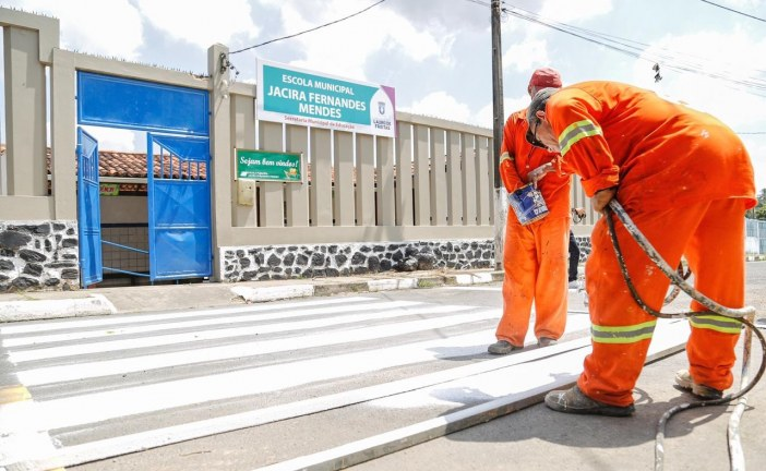 Prefeitura de Lauro de Freitas reforça sinalização de vias públicas
