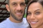 """Fernandão e esposa gravam vídeo ironizando o Vitória: """"Mamão com açúcar, o vice é time de fruta"""""""