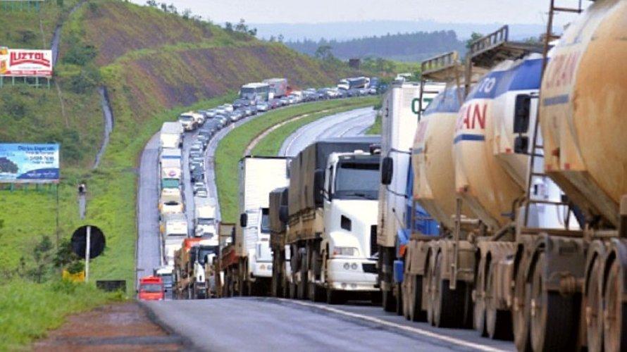Após reunião com o Governo, caminhoneiros desistem de paralisação no dia 29