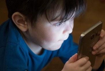 OMS recomenda que crianças fiquem menos de 1h por dia usando telas