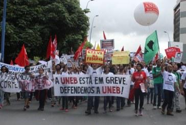 Após mais de dois meses, professores de Uneb e Uesc decidem encerrar greve