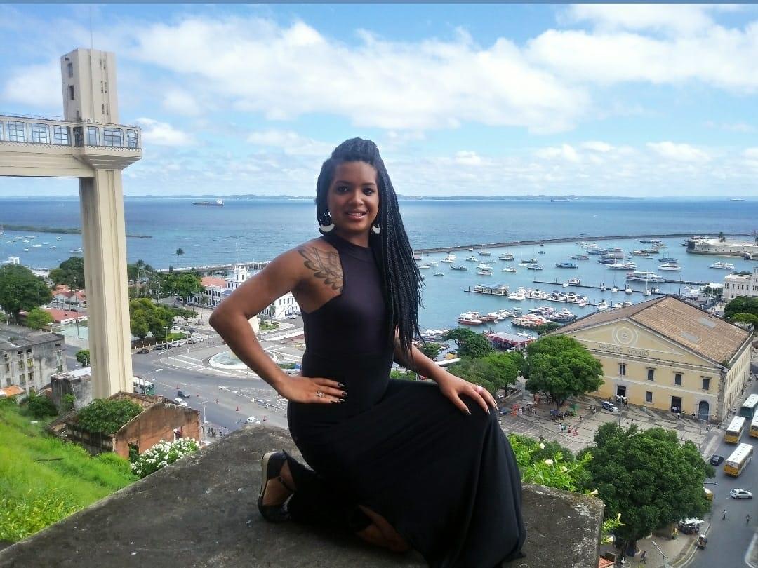 """Baiana acusa faculdade de transfobia: """"Medo de sofrer rejeição no banheiro"""""""