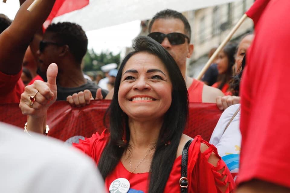 """""""Nunca mais o despotismo regerá nossas ações. Toda solidariedade a Jaques Wagner e continuaremos gritando Lula Livre! Viva o 2 de Julho e nossa liberdade"""", afirmou Moema"""