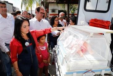 Ambulância de suporte avançado e incubadora neonatal, entregues neste sábado (6), reforçam atuação do SAMU em Lauro de Freitas