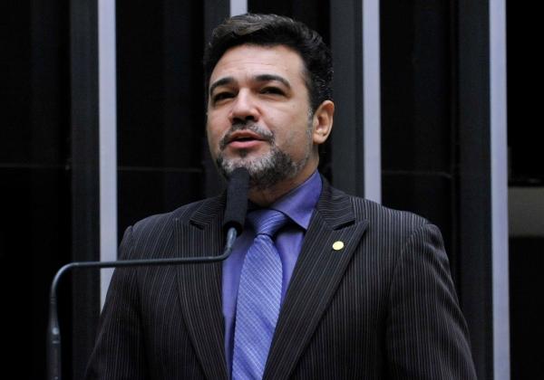 Marco Feliciano recebe R$ 157 mil da Câmara para pagar tratamento odontológico