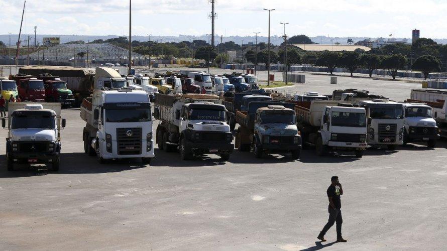 STF suspende julgamento sobre frete e caminhoneiros discutem greve