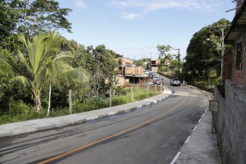 Moradores comemoram entrega das obras de pavimentação da Avenida Peixe