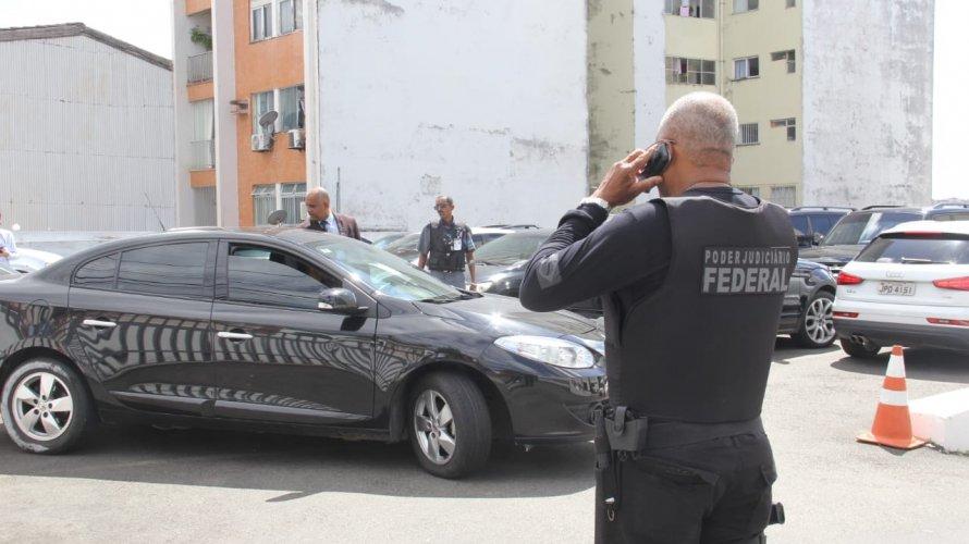 Um dos alvos da PF presidia sessão no TRT5 no momento da chegada dos agentes