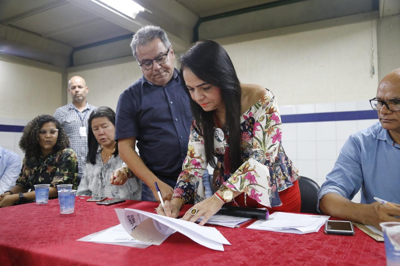 Moema assina Ordem de Serviço para início da primeira etapa da pavimentação de ruas do Caji