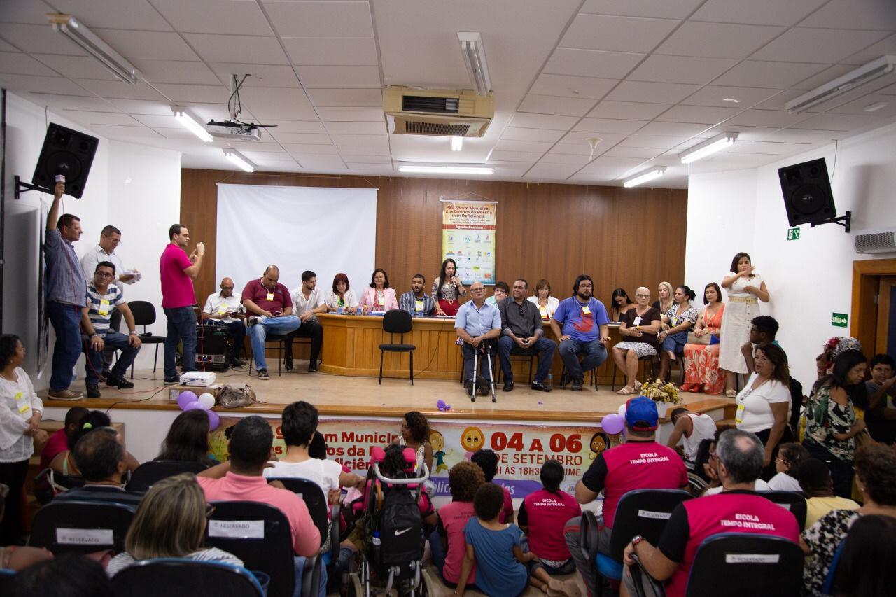 Fórum debate inclusão de pessoas com deficiência nas escolas de Lauro de Freitas