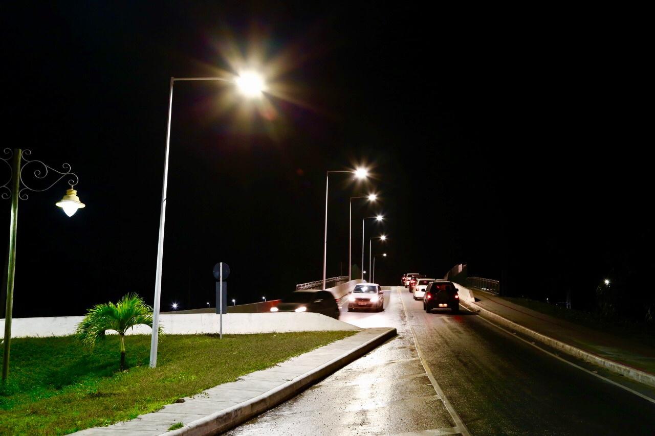 Lauro de Freitas moderniza iluminação com troca de mais de 800 pontos de lâmpadas tradicionais por LED