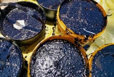 Um terço do litoral já sofre com óleo; para ministro, fim da crise é incerto