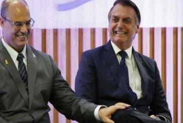 Mundo político desconfia que há algo muito grave a ser revelado da família Bolsonaro, informa colunista