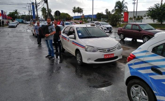 SETTOP notifica Táxis de Salvador que estavam realizando transporte irregular em Lauro de Freitas
