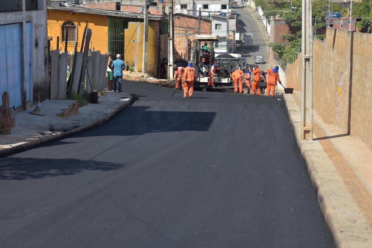 Prefeitura acelera obras de pavimentação em ruas da Itinga, Caji e Portão