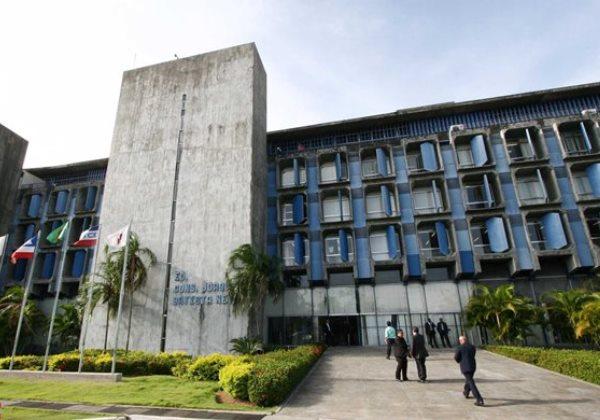 TCM reprova contas de sete prefeituras do interior por exceder gastos com pessoal