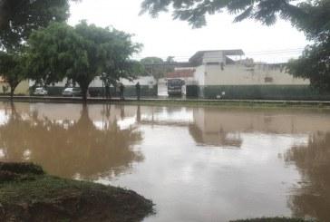 Fortes chuvas causam transtornos em Lauro de Freitas no último dia do ano
