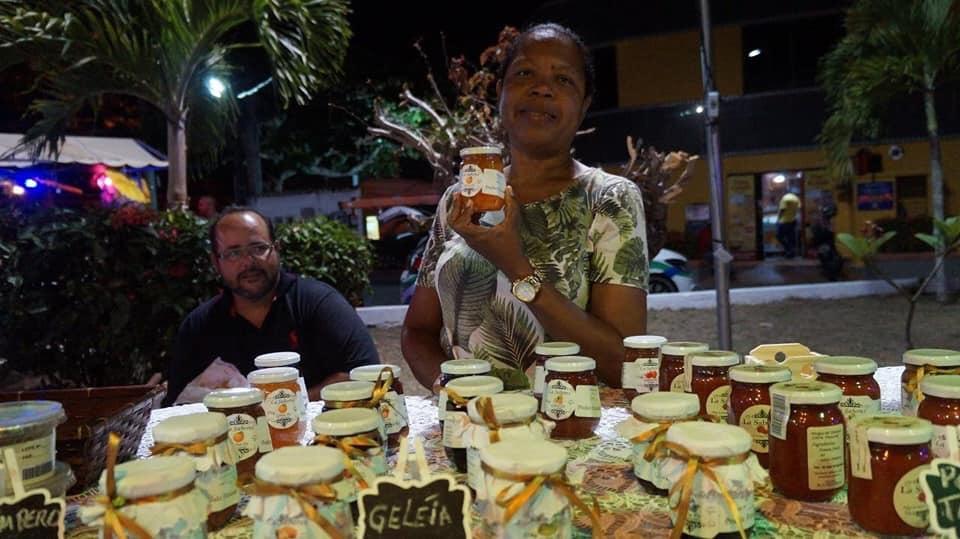 Feira da economia solidária movimenta Vilas do Atlântico no fim de semana