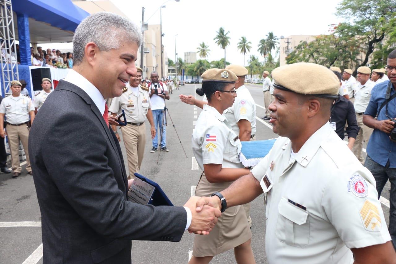 Governo promove 310 policiais militares à patente de sargento