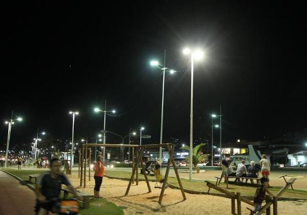 Governo do Estado entrega nova iluminação na orla de Salvador