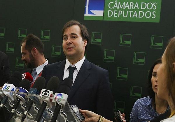 Maia critica posicionamento do governo brasileiro de se posicionar a favor do ataque americano ao Irã