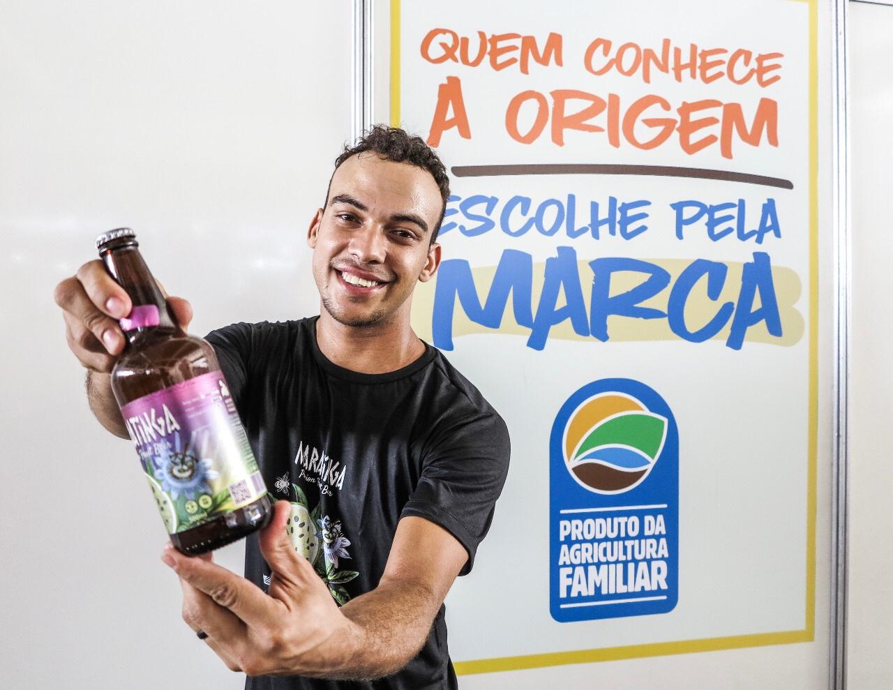 Jovem da zona rural de Uauá se destaca na produção de cervejas com frutas da Caatinga