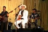 População canta e dança com padre Alessandro Campos em show que encerrou homenagens a Santo Amaro de Ipitanga