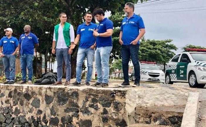 Atendendo ao chamado de moradores de Buraquinho, Semarh verifica situação de peixes mortos na Foz do Rio Joanes e dá parecer técnico