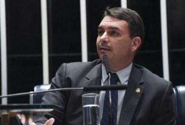Partidos de oposição entram com pedido de cassação do senador Flávio Bolsonaro