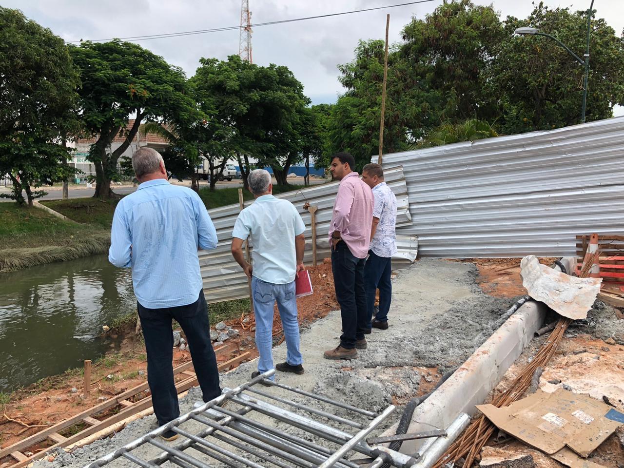 Secretários da SETTOP e SEINFRA fazem vistoria em obras da Ponte que está sendo construída na Avenida Beira Rio