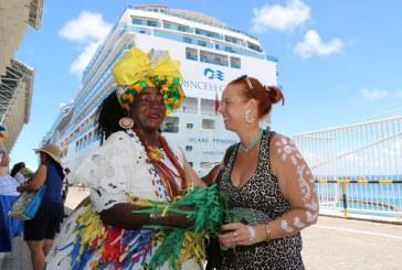 Mais de 13 mil turistas chegam de navios para conhecer Carnaval de Salvador