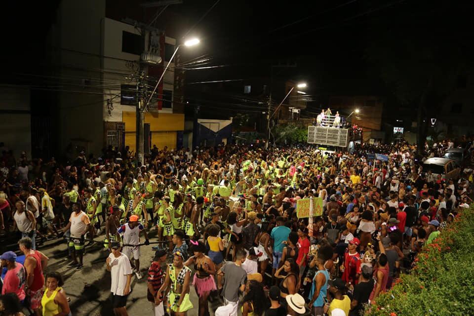 Lauro Folia: carnaval da paz, amor, alegria e sucesso absoluto! Confira a programação desta segunda no Centro; da terça no Capelão; da quarta de cinzas com o Bankoma e do final de semana em Areia Branca