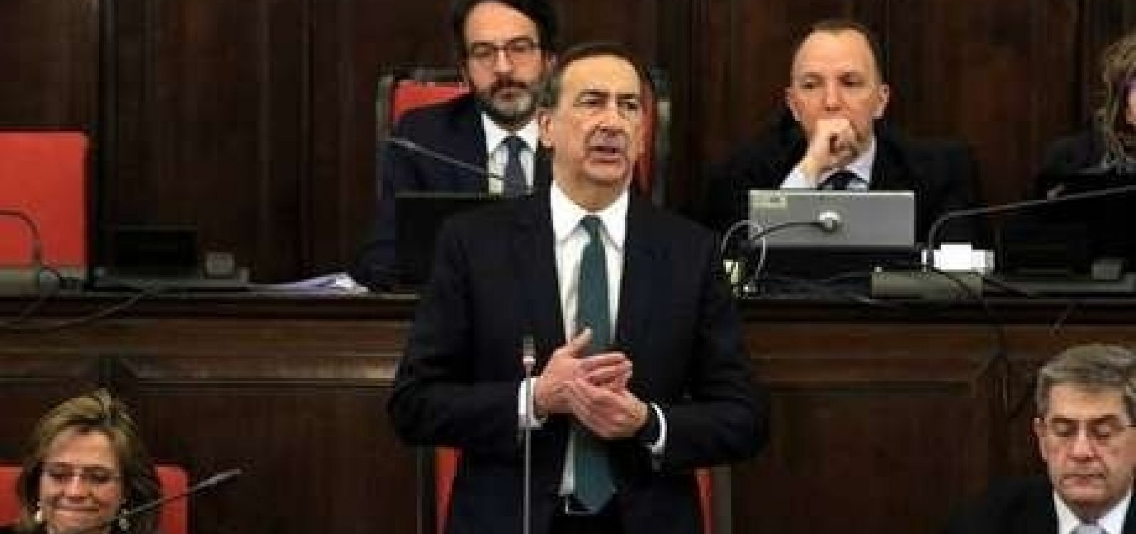 Prefeito de Milão admite erro em campanha anti-isolamento; cidade tem 4,4 mil mortos