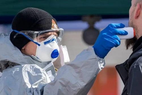 Número de novos casos de coronavírus cai pelo terceiro dia