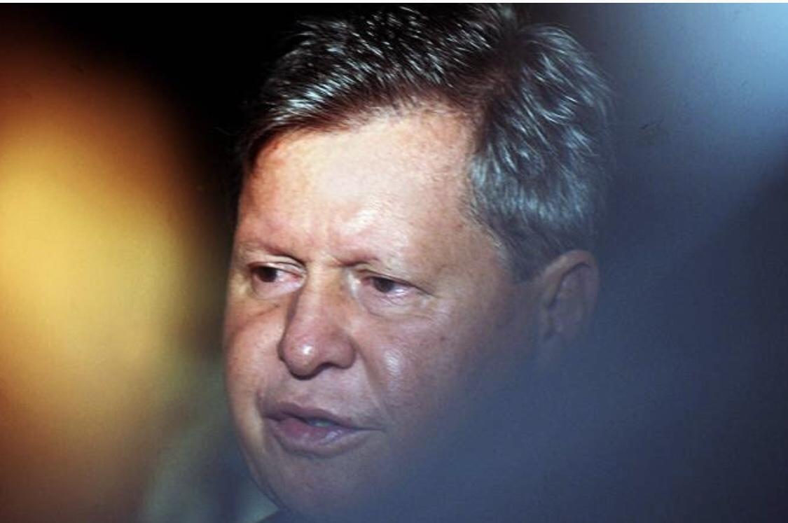 """Prefeito de Manaus faz pedidos a Mourão e diz que vai """"começar a rezar""""; sepultamentos saltaram de 30 para 122"""