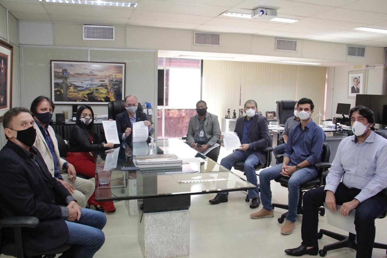 Prefeita Moema assina acordo de cooperação técnica com a SDE para a implantação do SAC Empresarial em Lauro de Freitas
