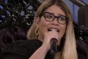 """Marília Mendonça pede desculpas após """"brincadeira"""" em live que gerou acusação de transfobia"""