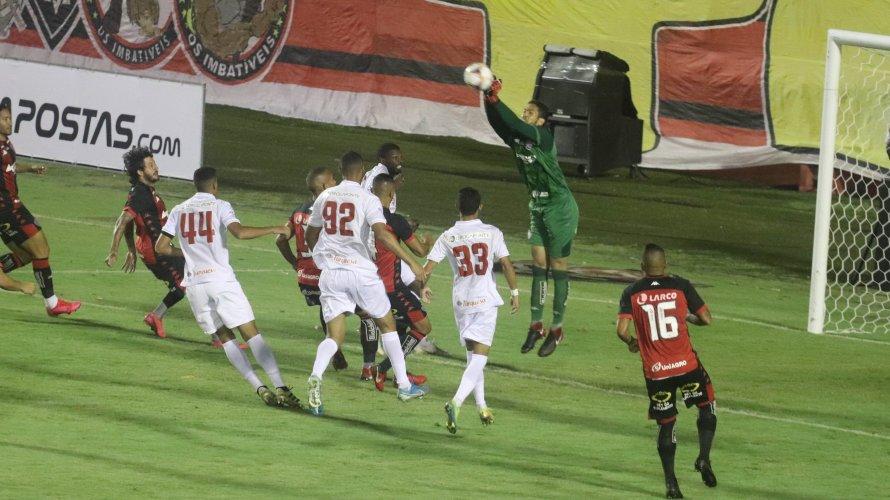 Vitória empata com o Náutico em noite sem gols no Barradão